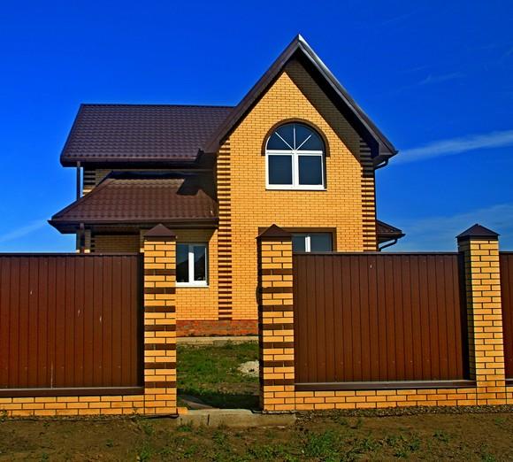 Еще один дом — компактный, но изысканный.