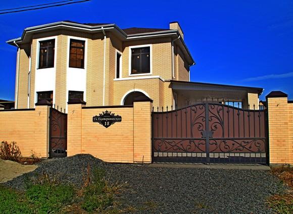 Купить доступную землю с сетями и построить дом.