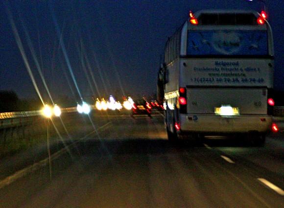 По дороге «Ростов —Азов» все время снует транзитный транспорт, включая авто из других регионов.