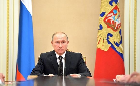 Владимир Путин и противогазы.