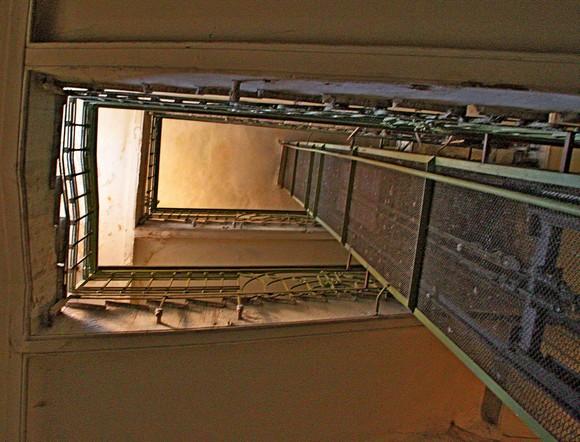И все-таки он существует: лифт в доме по Ворошиловскому, 18/18.