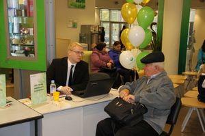 Сбербанк успешно окучивает кредитоспособное население России.