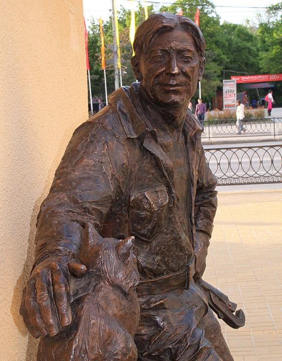 Скульптура сантехника в Ростове.
