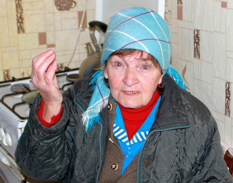 Лариса Васильевна продолжает платить за капитальный ремонт по квитанциям, присылаемым региональным фондом. Судиться с чиновниками она боится. Остается одно — ждать 2038 года, когда в доме должны навести полный порядок. width=