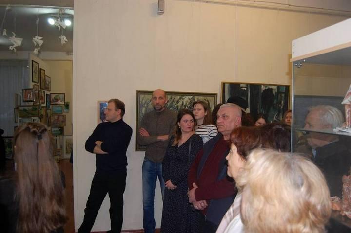 Посетители выставки в Таганроге.