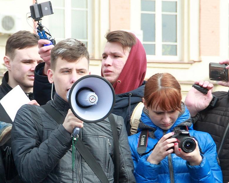 Оратор на митинге Я ВАМ НЕ ДИМОН.