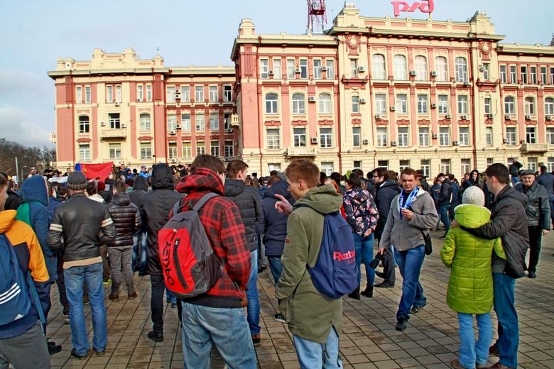 Студенты на митинге.